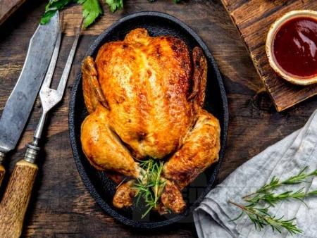 Печено цяло пиле с чесън и мащерка на фурна - снимка на рецептата